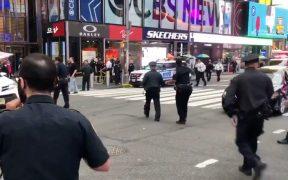 Disparan contra un niño y una mujer en Times Square; Policía de Nueva York busca al atacante