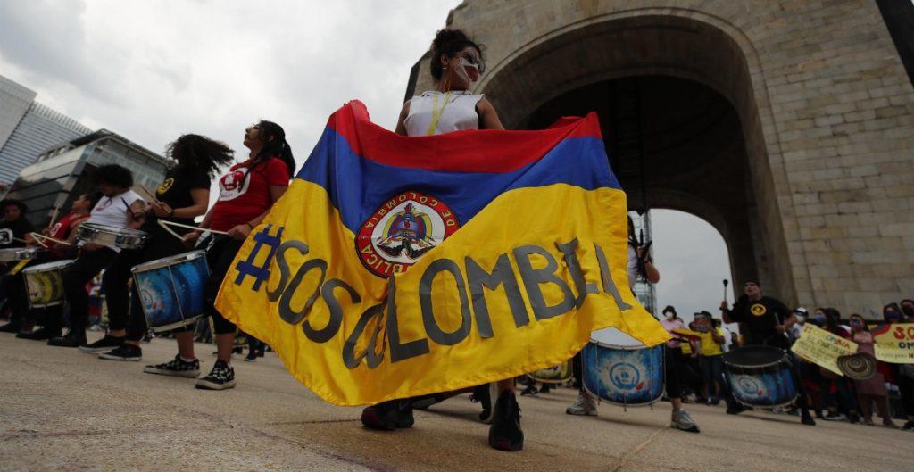 """Decenas de colombianos protestan en la Ciudad de México contra la """"represión"""" en su país"""