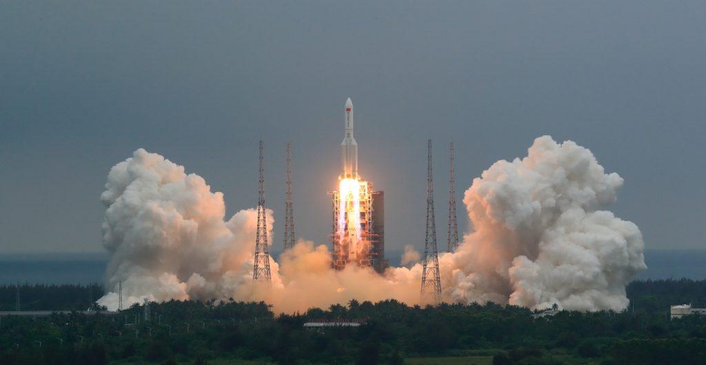 Cohete chino se desintegra al cruzar la atmósfera; restos caen en el océano Índico