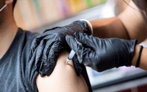 Estados Unidos implementa nuevo plan para vacunar a escépticos