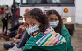 Abandonan a cinco niñas migrantes, entre ellas dos de 5 y 11 meses, en la frontera de EU