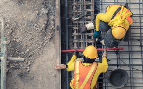 En febrero, el gasto de las empresas en construcción, maquinaria y equipo aún no se recupera; cayó 3.5% anual