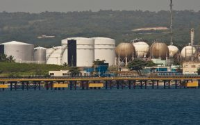 Refinerías reservan buques para almacenar petróleo tras ciberataque en oleoducto de Estados Unidos