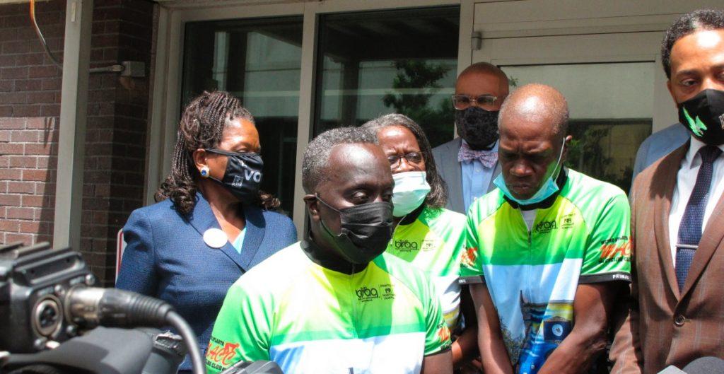 Tres hombres acusados de matar al afroamericano Ahmaud Arbery se declaran inocentes