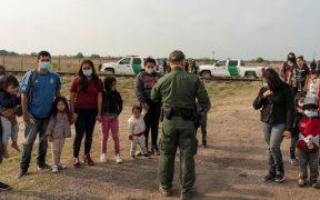 Arrestos de migrantes en la frontera con México alcanzan su mayor nivel en 20 años
