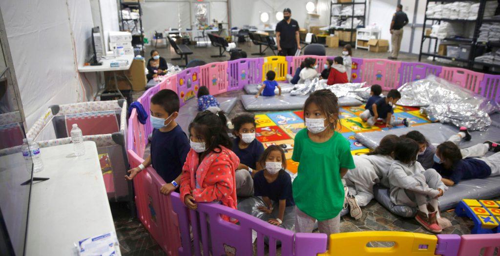 El número de niños que viajan solos en la frontera disminuye en abril