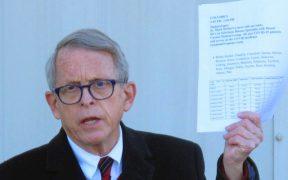 Gobernador de Ohio anuncia loterías para impulsar vacunación contra la Covid-19