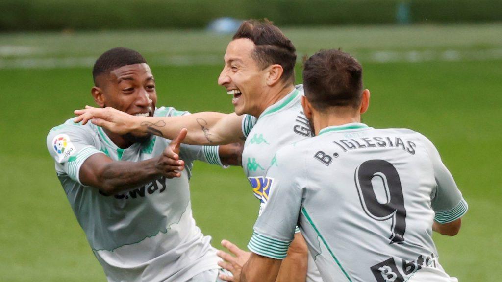 Guardado celebra eufórico su primer gol en tres años. (Foto: EFE).