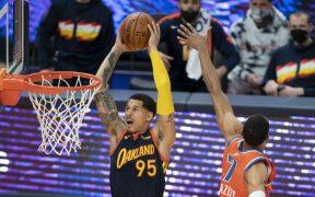 Toscano-Anderson remata en un partido con Warriors. (Foto: Reuters).
