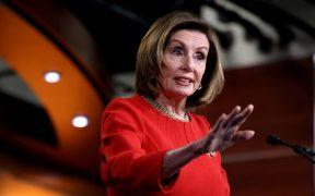 """Pelosi critica a republicano por decir que asalto al Capitolio parecía una """"visita guiada normal"""""""