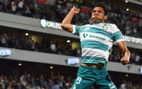 Eduardo Aguirre hizo el 1-1 para Santos y festejó así. (Foto: Mexsport).