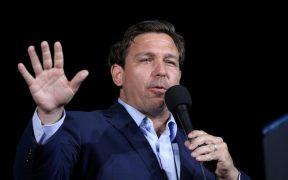 El gobernador de Florida, Ron DeSantis, perdonará a quienes violaron los protocolos de salud