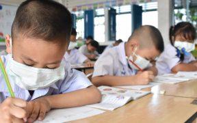 Niños aún deben usar cubrebocas, dice Fauci tras recomendación de los CDC