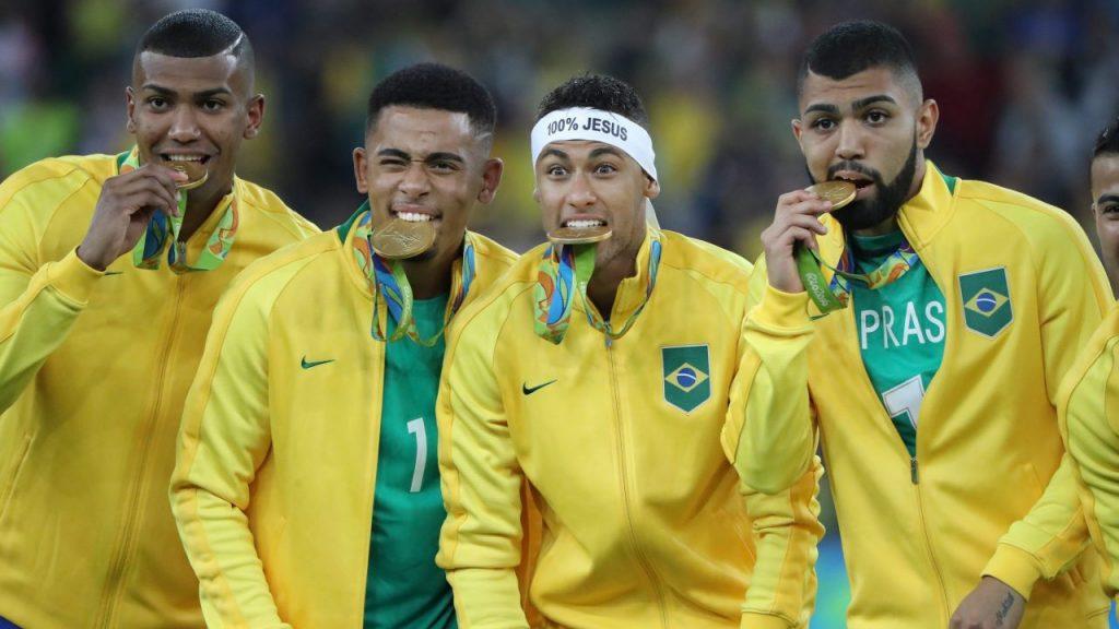 Neymar celebra con la medalla de oro en los Olimpicos de Río 2014. (Foto: EFE).