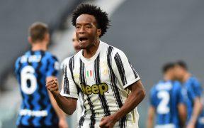 Juan Cuadrado celebra el gol del triunfo de Juventus, tras marcar de penalti. (Foto: Reuters).