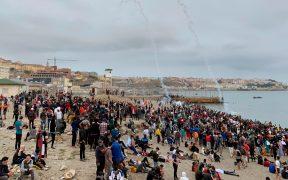 España despliega al ejército en la frontera de Ceuta ante la llegada masiva de migrantes