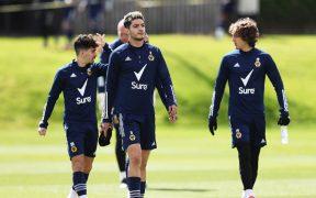 Raúl Jiménez está integrado de lleno con el Wolverhampton. (Foto: @Wolves).