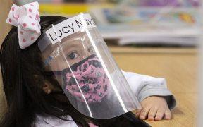 Texas prohíbe que escuelas y edificios de gobierno exijan usar mascarillas