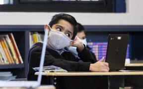 Pediatras recomiendan mantener uso de mascarillas para proteger a los niños de enfermar de Covid