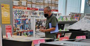 Sube confianza del consumidor en mayo, pero aún muestran cautela sobre economía