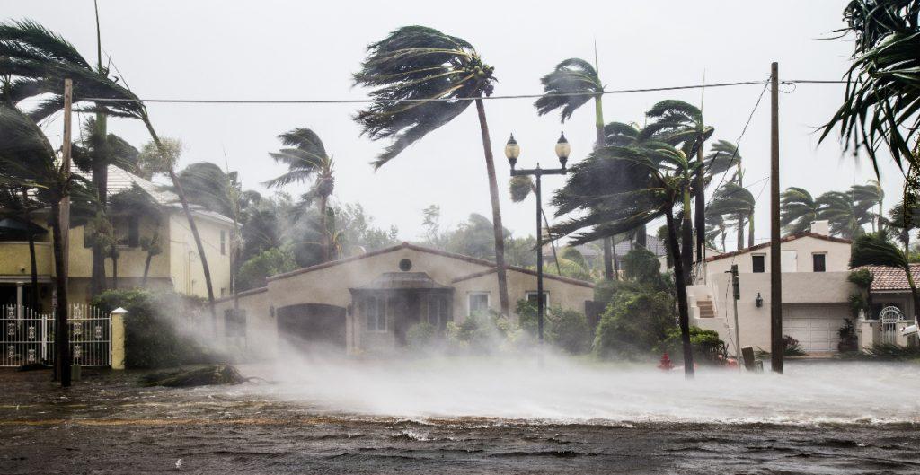 Prevén hasta 10 huracanes en el Atlántico en 2021, pero menos intensos que en 2020