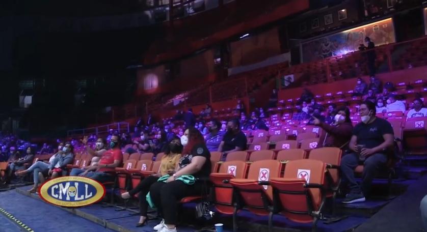 Solamente 500 aficionados ingresaron a la Arena Mëxico. (Captura de video).