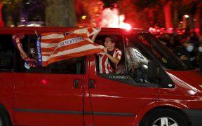 Las calles de Madrid se llenaron de aficionados eufóricos del Atlético de Madrid. (Foto: EFE).