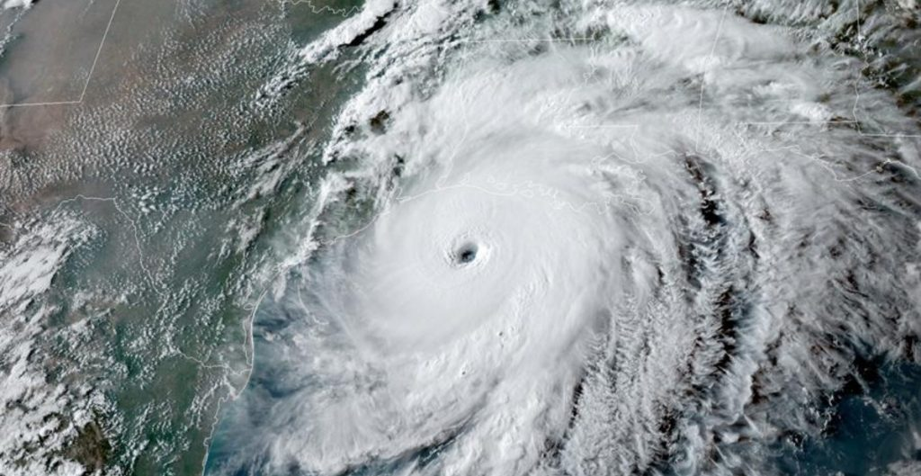 """""""Ana"""" se convierte en tormenta tropical y se aleja de Bermudas"""