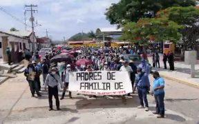 """Normalistas de Chiapas marchan hacia """"El Amate"""" para exigir la liberación de sus compañeros"""