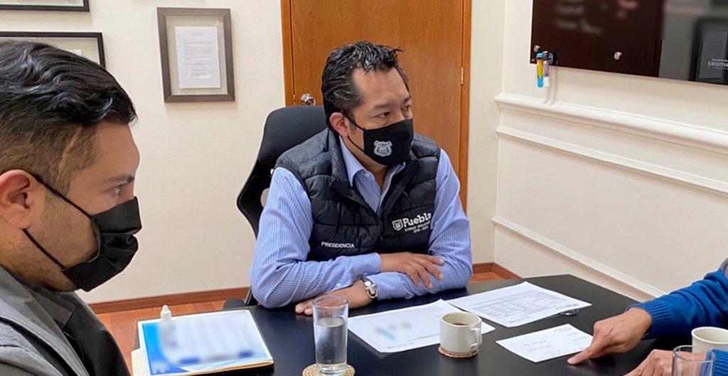 Vinculan a proceso por acoso sexual a funcionario ligado a la alcaldesa de Puebla que busca su reelección