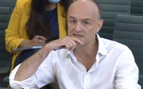 Exfuncionario británico critica al gobierno por fallas en el manejo de la pandemia