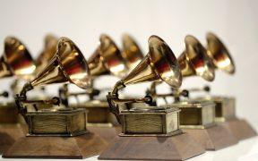 Los Grammy cambian reglas para premio al álbum del año; productores y compositores podrán aspirar a él