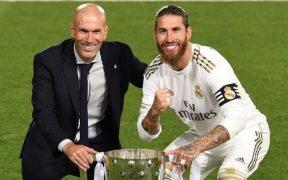 Ramos publicó su mensaje junto al último trofeo que ganó Zidane, la Liga 2019-20. (Foto: @sergioramos).