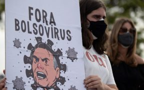 Miles protestan contra Bolsonaro; piden acelerar la vacunación y apoyos por la pandemia