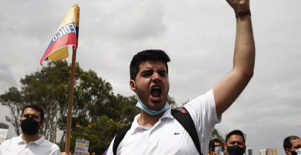 Miles de personas marchan en diferentes ciudades de Colombia; exigen fin a la violencia policial