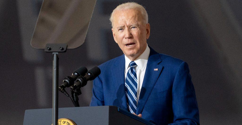 """Biden critica la """"demonización"""" de los migrantes; pide al Congreso apoyar su reforma migratoria"""