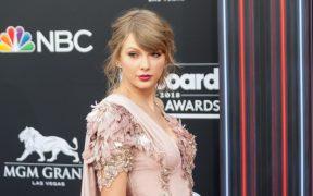 Taylor Swift regresa a Hollywood; filmará una cinta que protagonizan Margot Robbie y Christian Bale