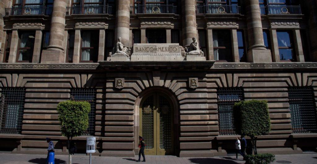 Banxico ajusta previsión de crecimiento económico de 4.8% a 6% en 2021