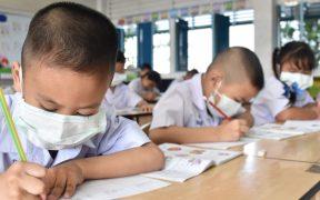 """OMS señala que vacunar a niños contra la Covid no es de """"alta prioridad"""""""