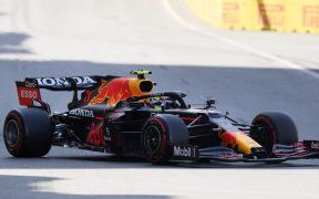 'Checo' finalmente saldrá en sexto lugar tras sanción a Norris. (Foto: Reuters).