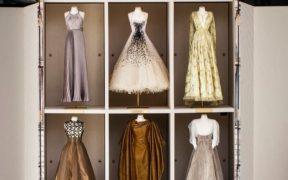 Más de 70 años de historia de la casa de moda Dior reunidos en el Museo de Brooklyn