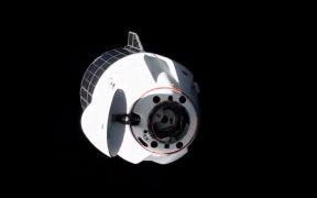La cápsula Dragon de SpaceX se conecta con éxito a la Estación Espacial Internacional