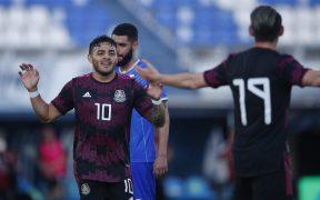 Vega y Angulo celebran la jugada que le dio el triunfo a México ante Rumania. (Foto: Mexsport).