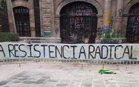 Feministas protestan en la Cámara de Diputados del Edomex y el IEEM; acusan agresiones