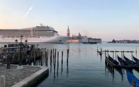 Mick Jagger se une a directores de museos para pedir a Italia que salve a Venecia de turistas