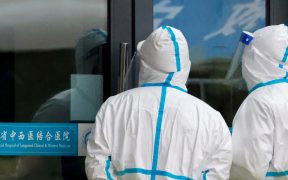 Informe de EU concluye que Covid-19 pudo salir de laboratorio de Wuhan: WSJ