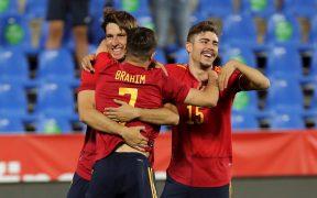 Juan Miranda festeja tras marcar el tercer gol ante Lituania. (Foto: EFE).
