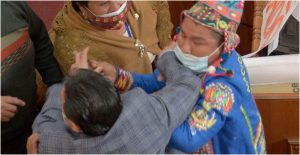 informe-detencion-exfuncionarios-provoca-pelea-parlamento-bolivia