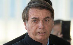"""Bolsonaro dice que el número de fallecidos por la Covid-19 en Brasil está """"inflado"""""""