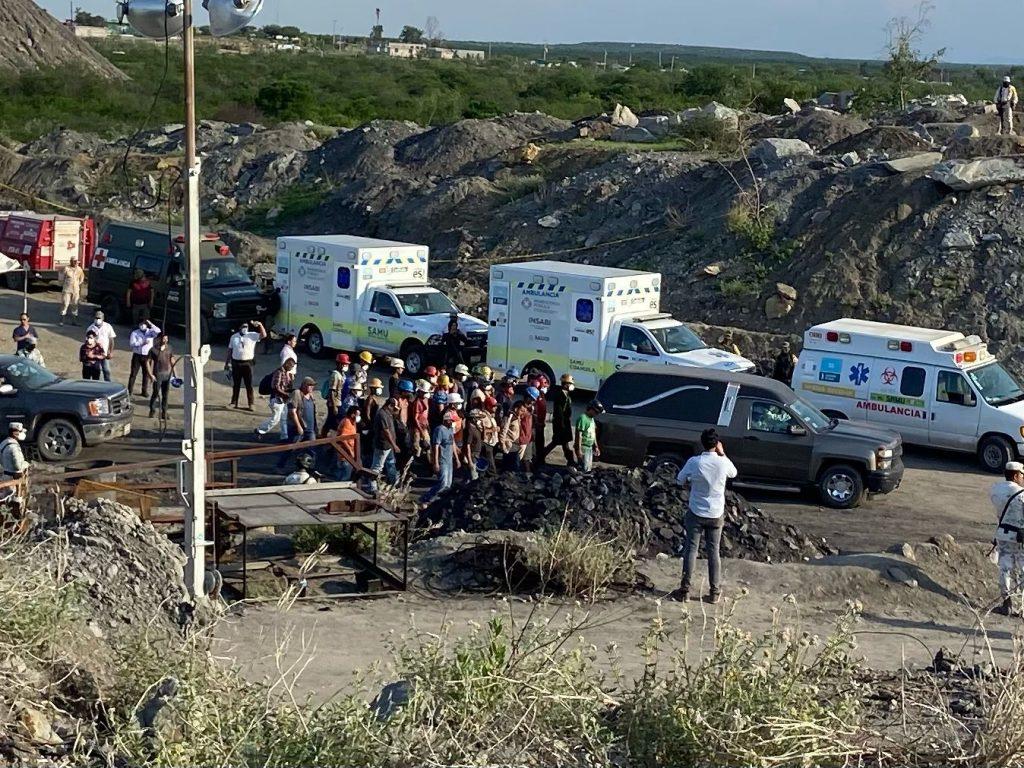 Ya suman seis mineros muertos en la mina de Múzquiz, Coahuila; sacan el cadáver